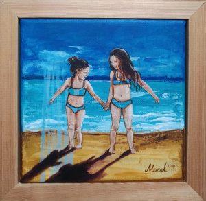 sahilde iki minik kız